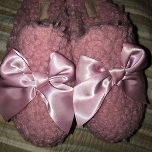 UGG Pink Snuggly Slippers w/A Bow   Size 6